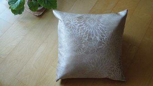 cushion1113_2016_1.jpg