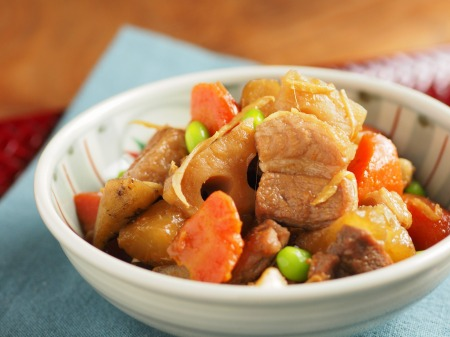 秋の根菜と豚ばら肉の煮物40