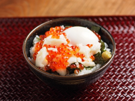 たたき長芋のイクラ丼08