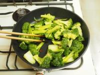 ブロッコリーのキンピラ炒め11