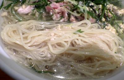 坊也哲 冷やし鶏そばセット(麺のアップ)