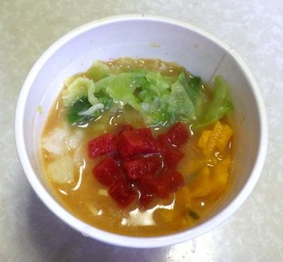 8/29発売 カップヌードル Light+ 蟹のトマトクリーム(できあがり)