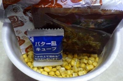11/7発売 でかまる メチャ盛り! コーン塩バター味ラーメン(内容物)