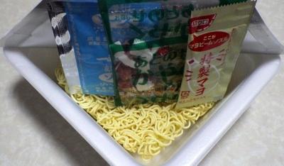 12/5発売 一平ちゃん 夜店の焼そば ショートケーキ味(内容物)