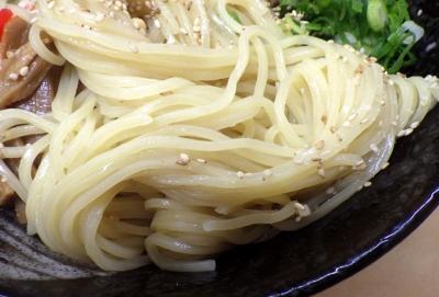 三谷製麺所 まぜ中太麺(麺のアップ)