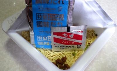 5/23発売 サッポロ一番 焼肉風味 みそラーメン味 焼ラーメン(内容物)