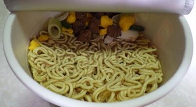 7/4発売 麺の底力 烏賊煮干醤油(内容物)