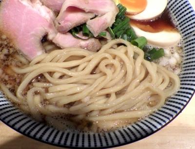 ふく流らーめん 轍 総本家 特製煮干醤油らーめん(麺のアップ)