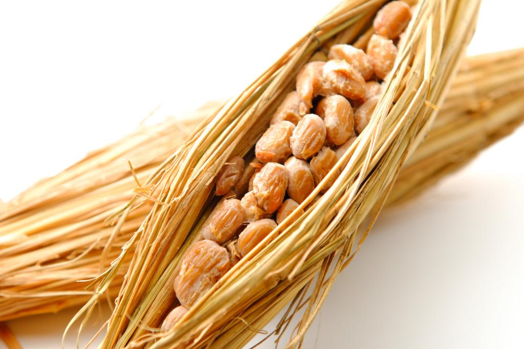 納豆には食物繊維とパントテン酸の両方が含まれてる為、便秘対策には丁度いい食材である
