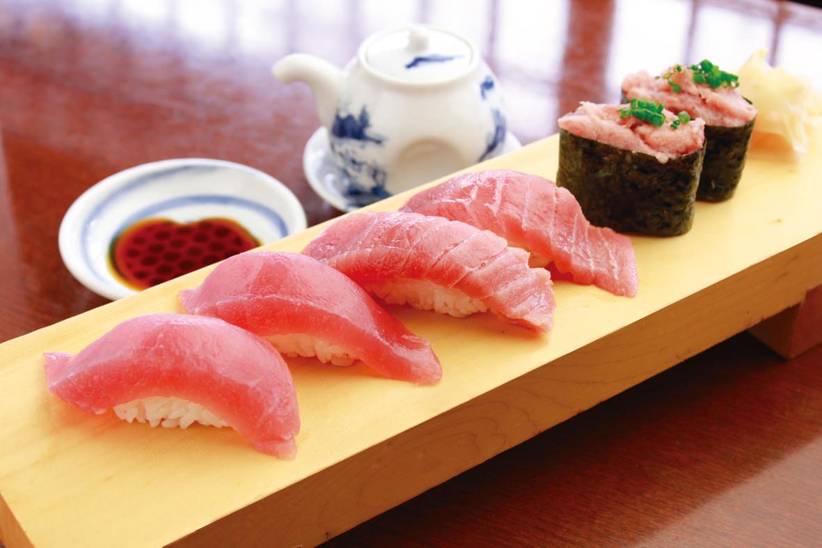 寿司はシャリの方に醤油を付けるとマナー違反になる