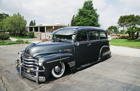 1948-chevrolet-suburban-driver-side-front-view1.jpg