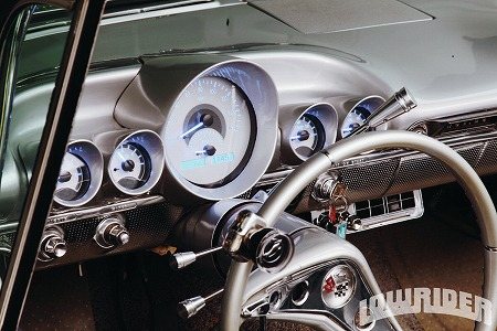 1958-and-1959-chevrolet-impala-convertibles-59-digital-gauges.jpg