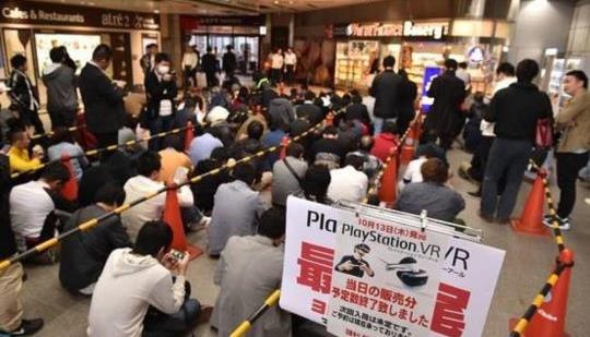 日本のファンはソニーのプレイステーションVRを獲得するために余分なマイルを行きます