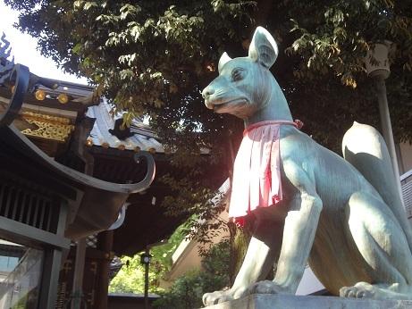 本殿の稲荷狐