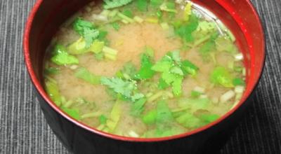 三つ葉と納豆の味噌汁
