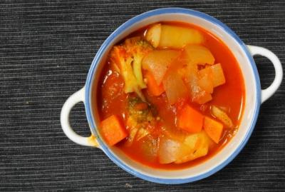 トマトベースの野菜シチュー