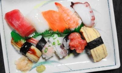 スーパーの握り寿司