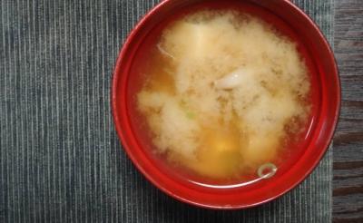 豆腐とシメジの味噌汁