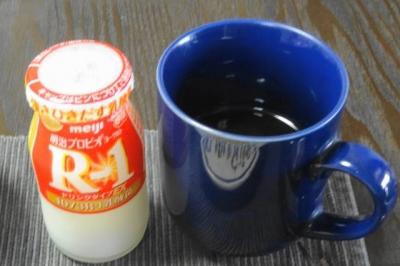 R-1ヨーグルト、コーヒー