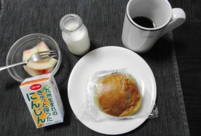 市販の調理パンの朝食