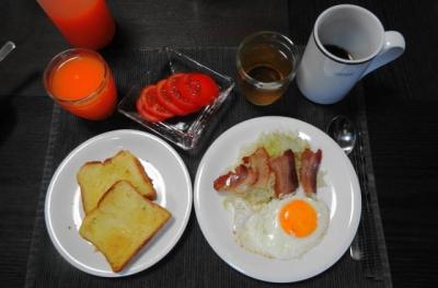 ベーコンエッグの朝食