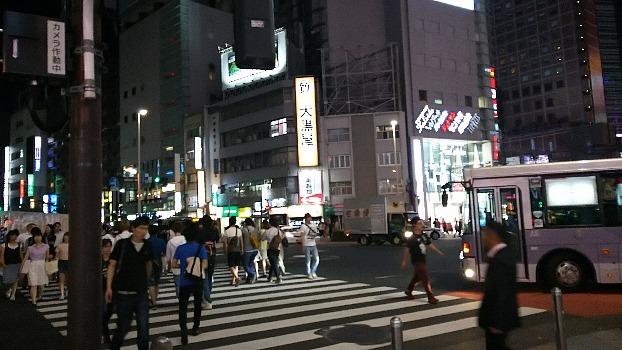 新宿ビツクリガード交差点