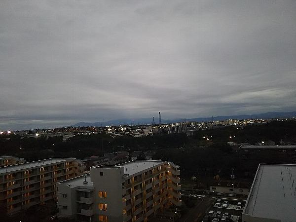 秋鈍色の空