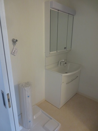 調布ファミリー2階の洗面、洗濯機置き場