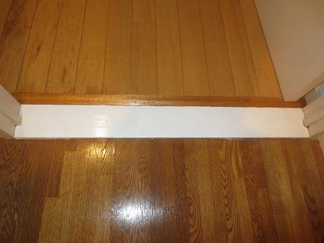 玄関と洋室の敷き板きれいに