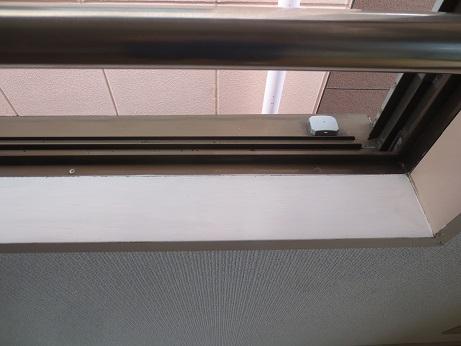 窓枠のペンキきれいに