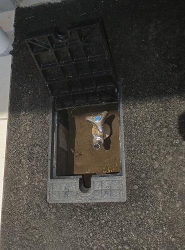 ガレージハウス駐車場外水栓