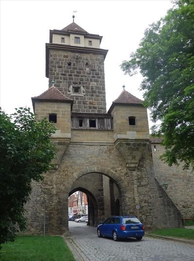 ローテンブルクの城門_R