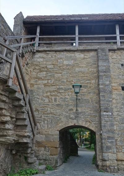 城壁へ_R