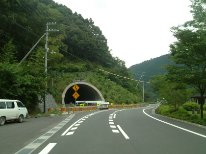 久保川トンネル01