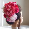 結婚式髪飾り 大輪試薬薬と胡蝶蘭と牡丹を重ねて愛らしく