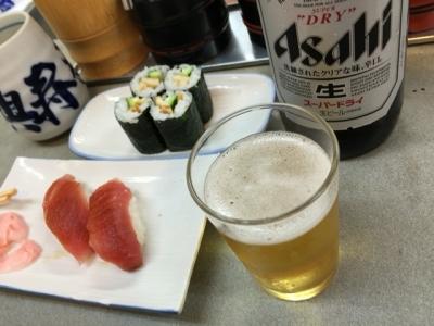 160815大興寿司本店まぐろ150円、うな胡巻200円、ビール大瓶550円