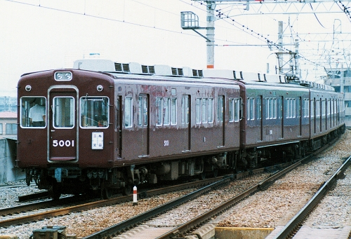 Hankyu_5000_local_5001_sonoda.jpg