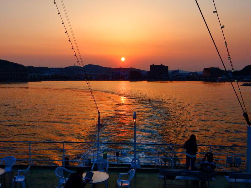 160522煙突と夕日@東京湾フェリー1