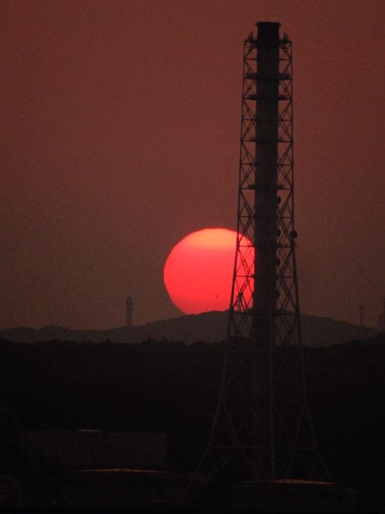 160522煙突と夕日@東京湾フェリー4