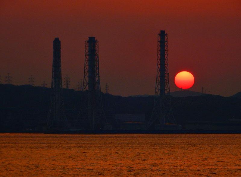 160522煙突と夕日@東京湾フェリー3,5