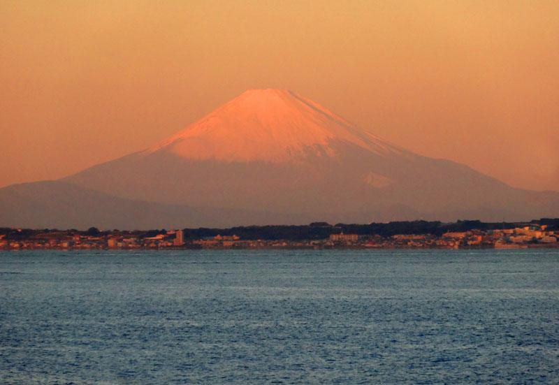 161217東京湾フェリーからの朝富士1