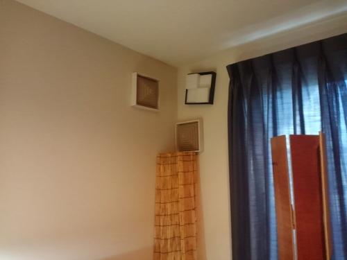 2808部屋、Police (2)
