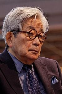 大江健三郎写真 (200x300)