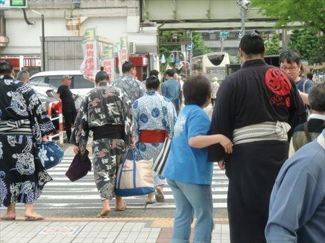 Sumo Wrestler watching ⑬