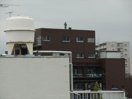 福島ビル屋上の銅像 ①