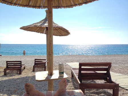 リバディビーチで読書