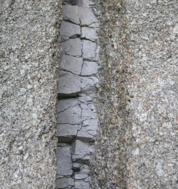 IMG_5760 石英斑岩脈(602x640)
