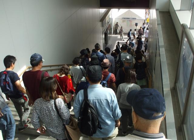 02DSCF2877 駅の階段(640x463)