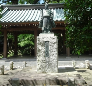 矢田部式部盛治大人銅像