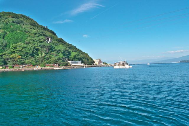 船内より淡島ホテルを望む